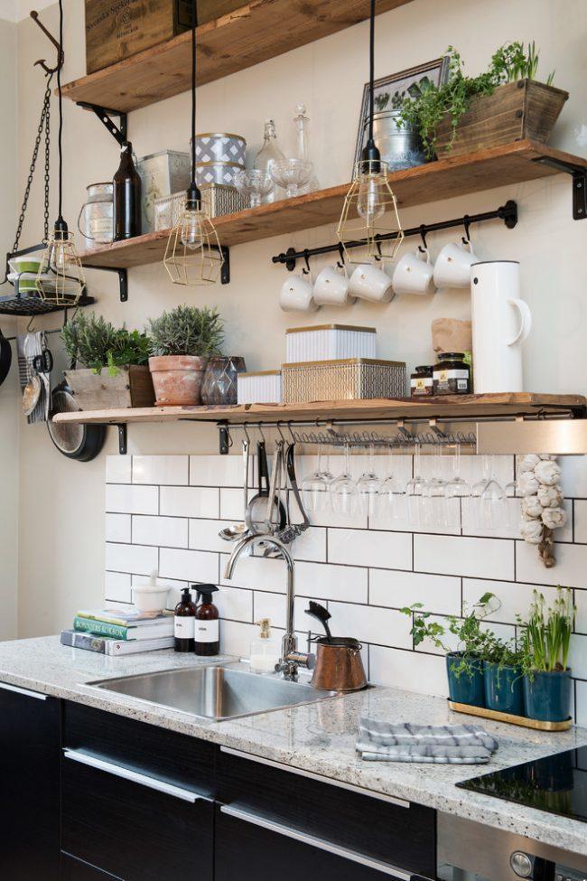 Стильное освещение в кухне стиля кантри