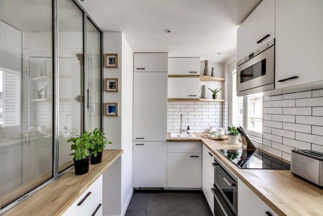Практичность и компактность скандинавского стиля в оформлении небольшой кухни