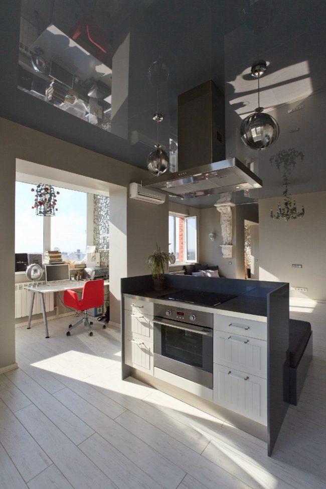 Небольшой кабинет на балконе объединенный с кухней