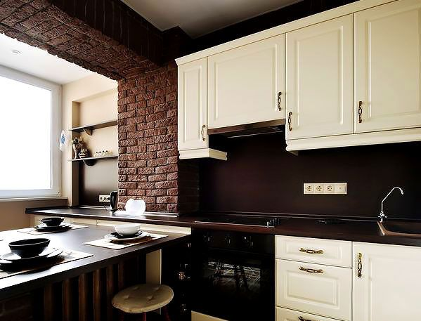 Современная кухня объединенная с балконом