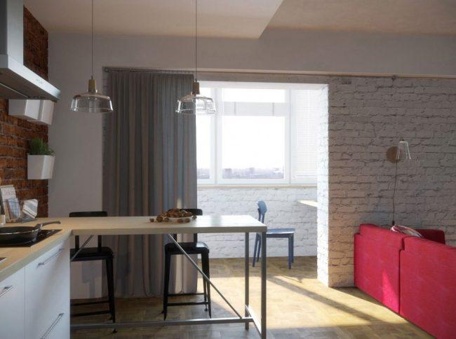 Выход из кухни на балкон может быть скрыт за плотными шторами, что позволит уединиться на балконе
