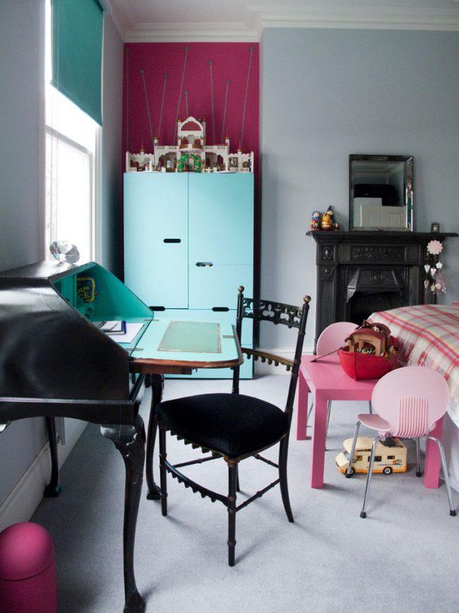 Стильная комната школьника в пастельных тонах