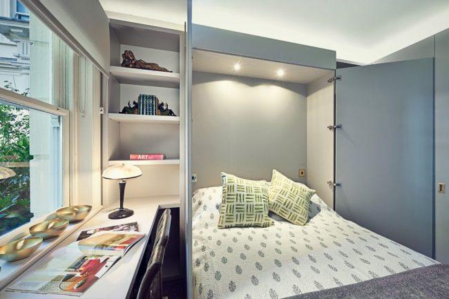Кровать-трансформер прячась в шкафу очень экономит свободное пространство