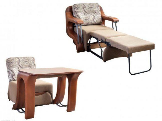 Раскладное кресло и стол в одном предмете мебели