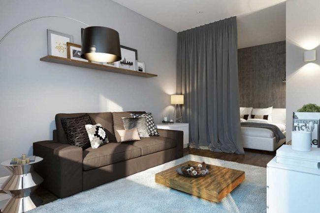 Однокомнатная квартира с отделенной, с помощью шторы, спальной зоной