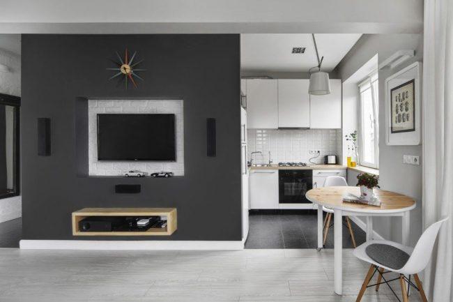 Стильный дизайн кухни-студии в серо-белых тонах