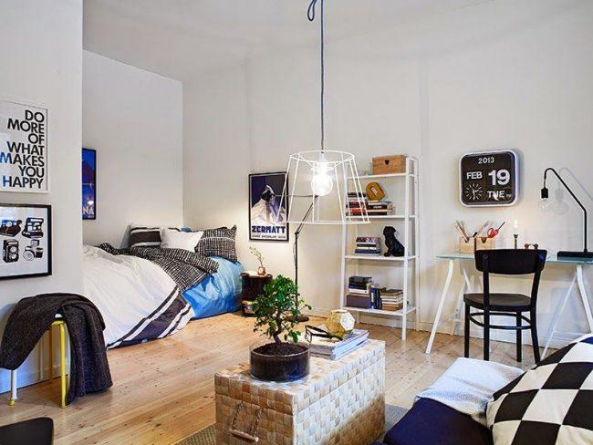 Скандинавский стиль малогабаритной однокомнатной квартиры со спальным местом в нише