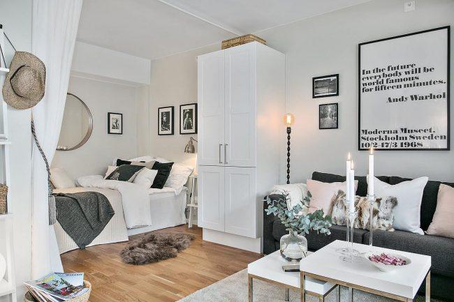 Дизайн однокомнатной квартиры 40 кв. м: однокомнатная квартира со спальной зоной в нише за шторой