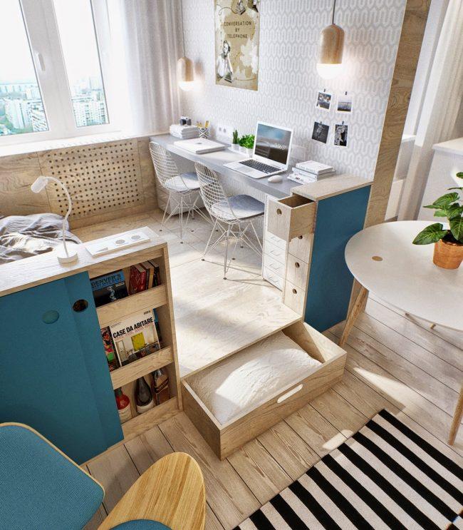 Стильный и удобный вариант размещения рабочей зоны на подиуме со встроенными выдвижными ящиками