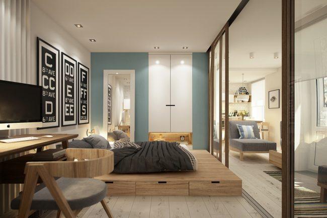 Шкаф-купе с зеркальными дверями и кровать на подиуме с выдвижными ящиками незаменимы в однокомнатной квартире