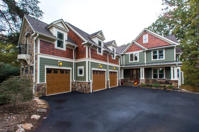 В современном домостроительстве проекты двухэтажных домов с гаражом получили большую популярность