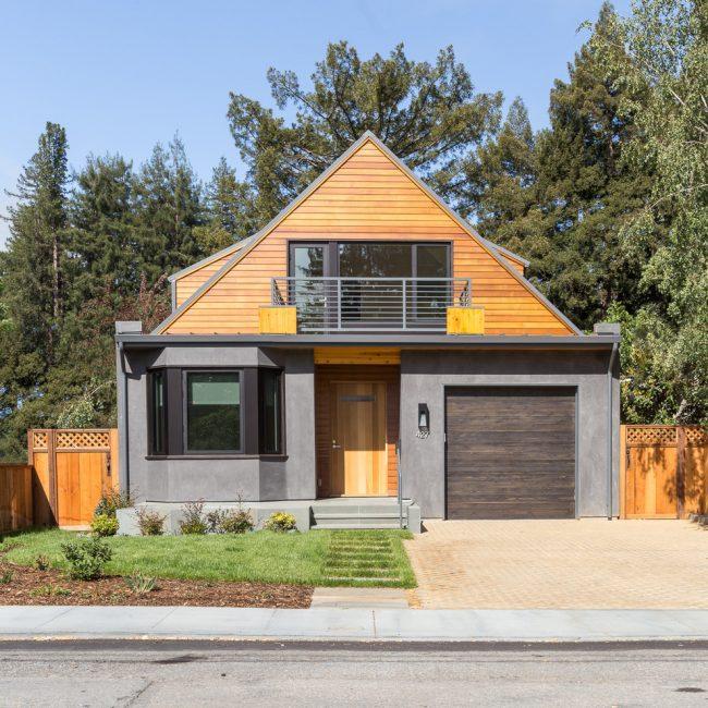 Одноэтажный дом 8х8 с мансардой и гаражом в стиле модерн