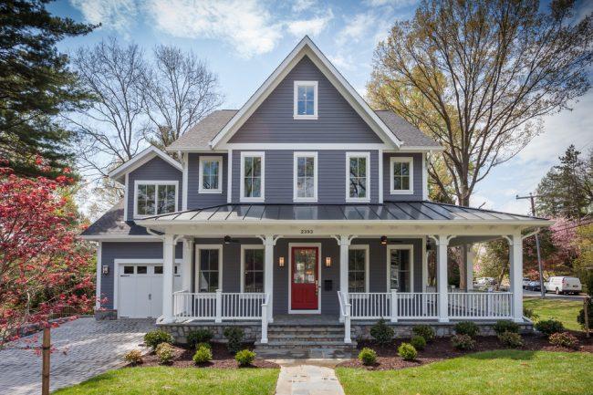 Очаровательный и практичный дом с мансардой в классическом стиле