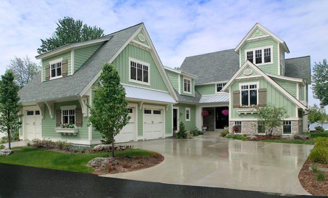 Проекты домов с мансардой и гаражом ценятся своей уникальностью