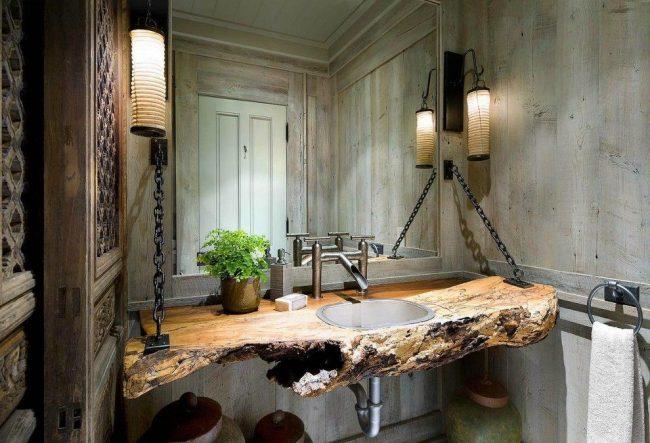 Необычная металлическая раковина в столешнице из сруба дерева