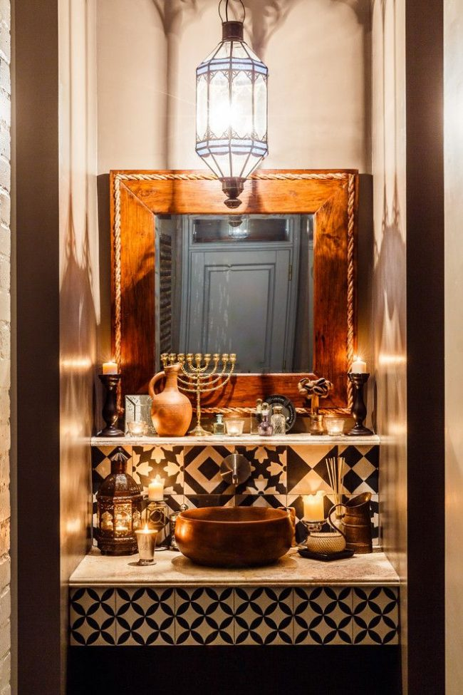 Круглая раковина бронзового цвета встроенная в столешницу