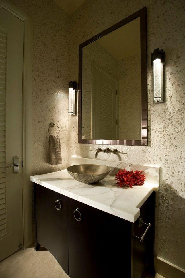 Металлические раковины в ванной комнате выглядят стильно и необычно