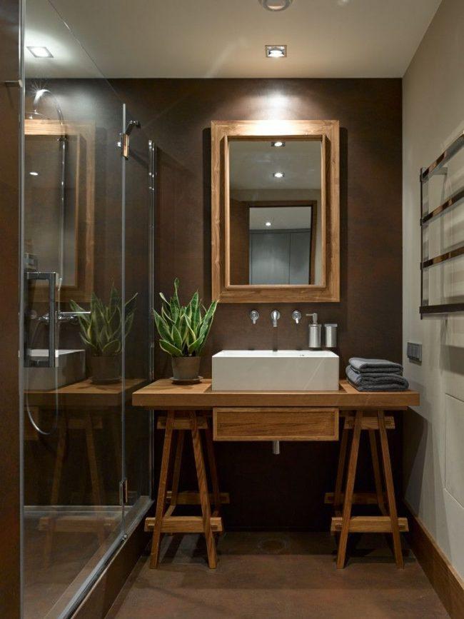 Уютное бежево-коричневое сочетание цветов в оформлении ванной комнаты с прямоугольной керамической раковиной