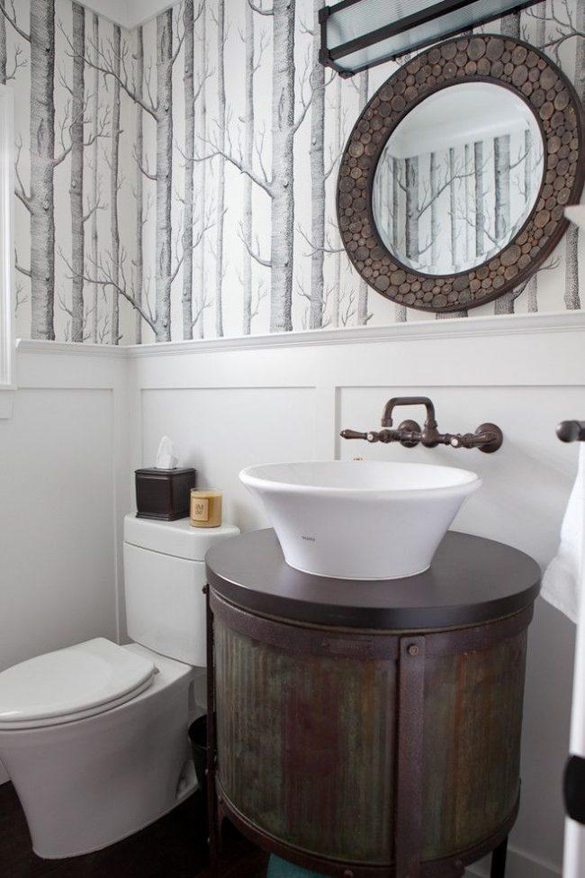 Ретро стиль в оформлении ванной комнаты можно уловить по металлической круглой тумбе под раковиной
