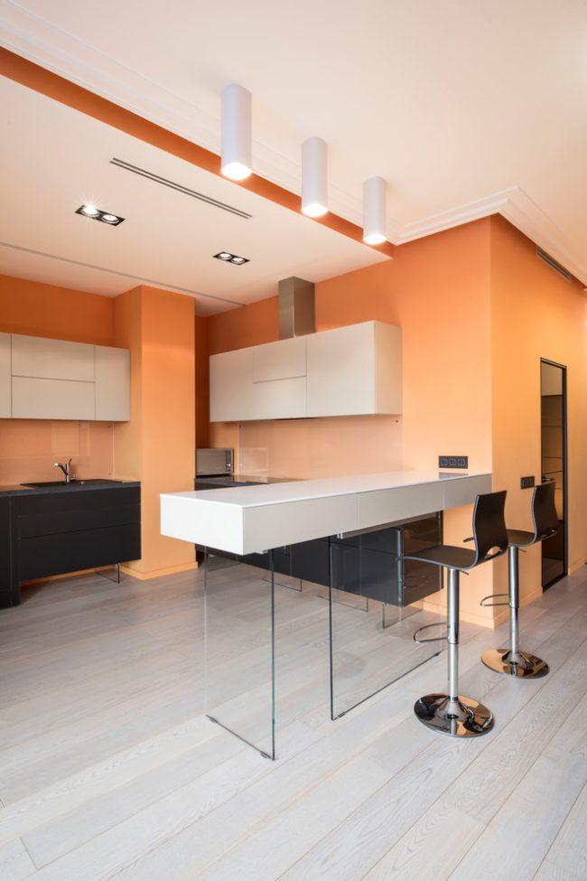 Современная кухня в персиковом цвете