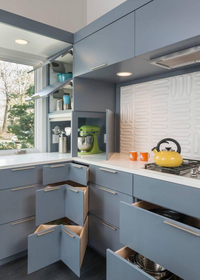 """Угловые ящики помогут бороться с """"мертвыми зонами"""" на вашей кухне"""