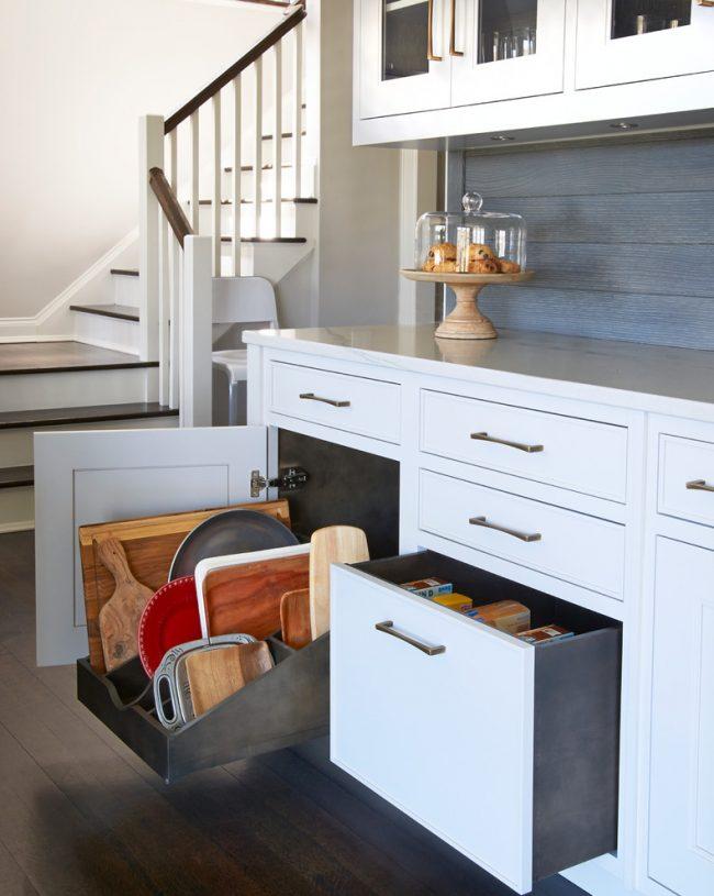 При планировании кухонного пространства надо постараться все обустроить так, чтобы избежать тесноты и дискомфорта