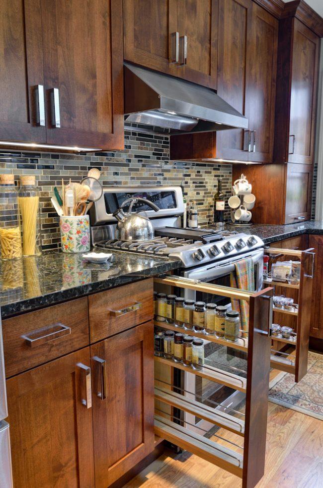Вертикальные выдвижные ящики практичны и идеально подходят для кухни