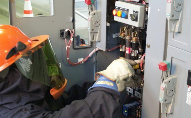 Стабилизатор напряжения 220в для дачи: какой выбрать: установку стабилизатора напряжения лучше доверить специалисту