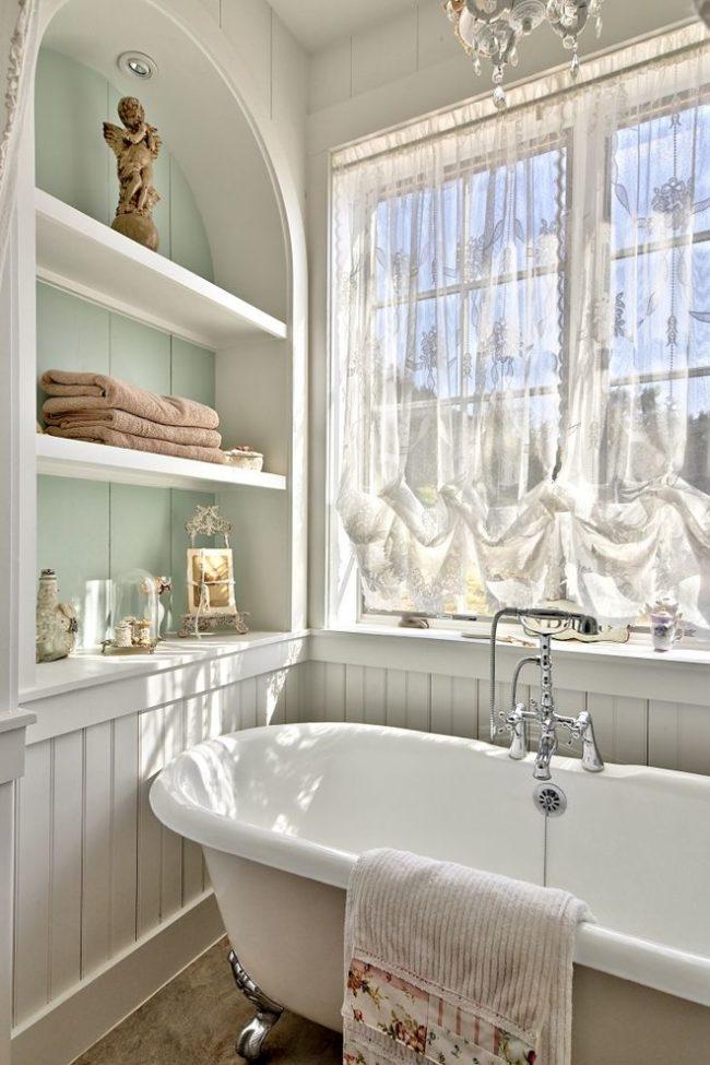 Чугунная ванна прекрасно подойдет для интерьера стиля прованс