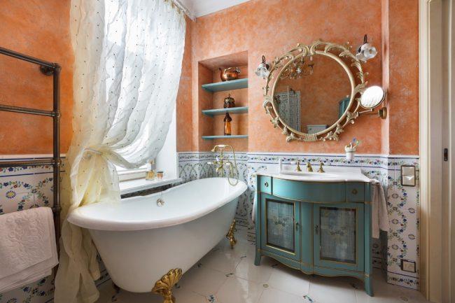 Гармоничное сочетание цветов в интерьере ванной комнаты в прованском стиле
