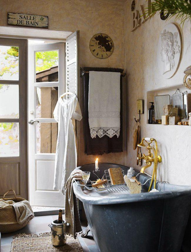 При отделке комнаты в стиле прованс необходимо использовать натуральные материалы
