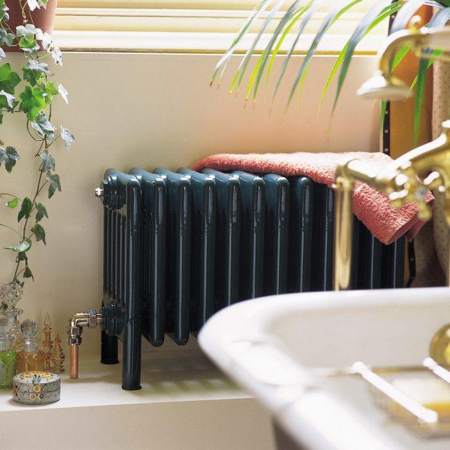 Вода, нагретая в топливной системе, передает тепловую энергию на радиаторы