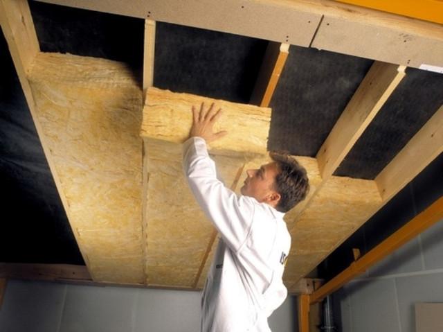 Минеральная вата - практичный и легкий в монтажных работах утеплитель для крыш