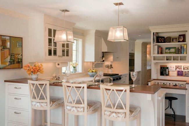 Консоль с ящиками, изготовленная из МДФ, является продолжением кухонной барной стойки