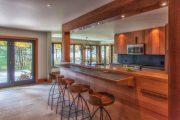 Фото 31 Барная стойка для кухни: материалы, особенности освещения и 75 элегантных интерьерных воплощений