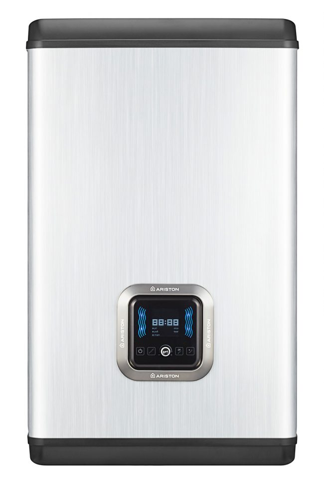 Плоский электрический водонагреватель от итальянского производителя в цвете металлика