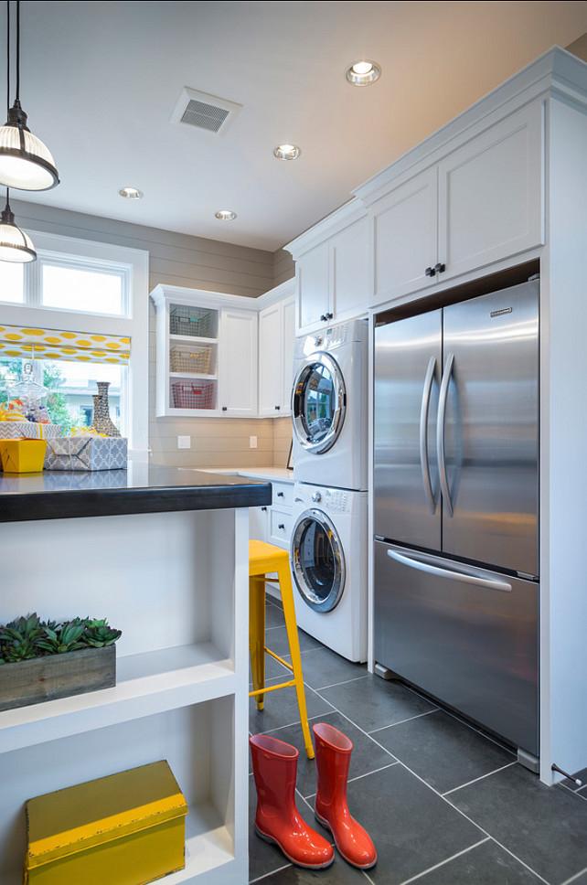 Стиральная машинка на кухне это идеальный вариант для тех кто предпочетает не бегать по всей квартире, занимаясь домашними делами