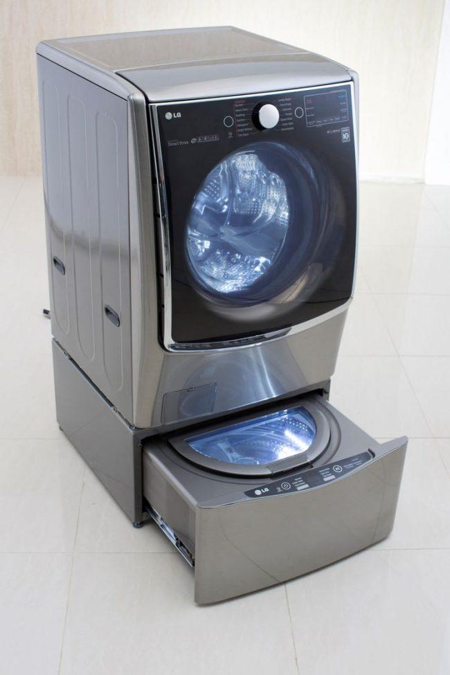 Необычная модель стиральной машины фирмы LG, которая получила название Twin Wash System отличается тем, что имеет миниатюрные размеры и предназначена для размещения под обыкновенной стиральной машиной
