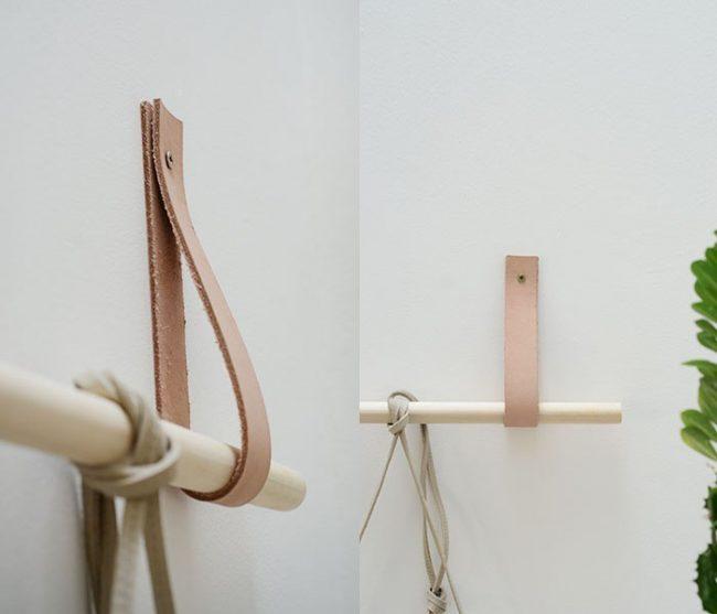 Чистая функциональность и вместе с тем стильная деталь для скандинавского интерьера: самодельный карниз из некрашеного дерева и кожаного ремня