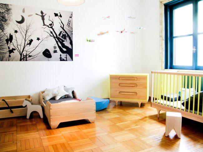 Паркетная доска - это теплое и экологически чистое напольное покрытие, идеально подходящее для детской комнаты