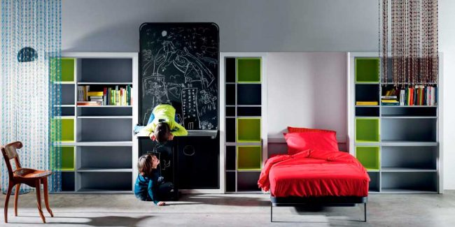 Интересная конструкция превращения рабочей зоны в спальное место