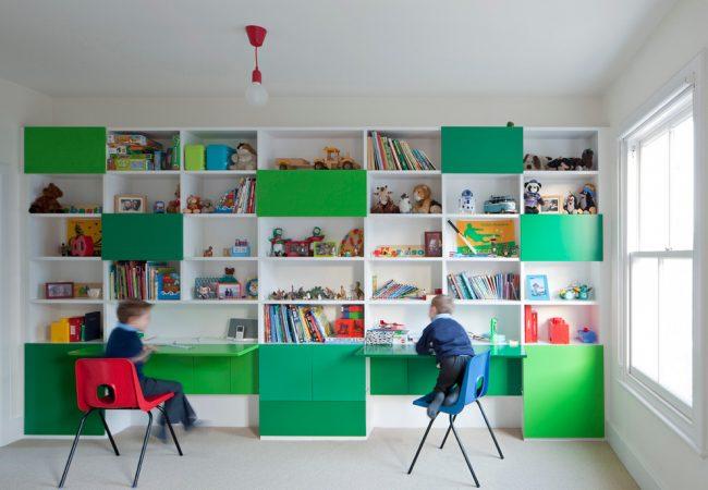 Удобное и практичное расположение рабочих столов, которые можно сложить