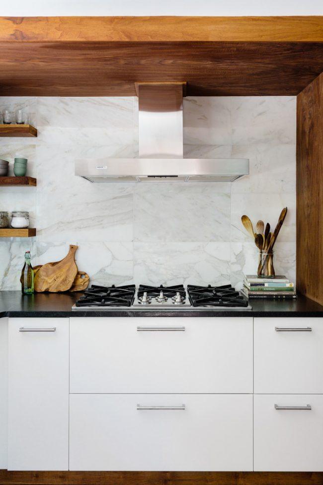 Столешница представляет собой горизонтальную рабочую поверхность и является практически незаменимым элементом интерьера кухни