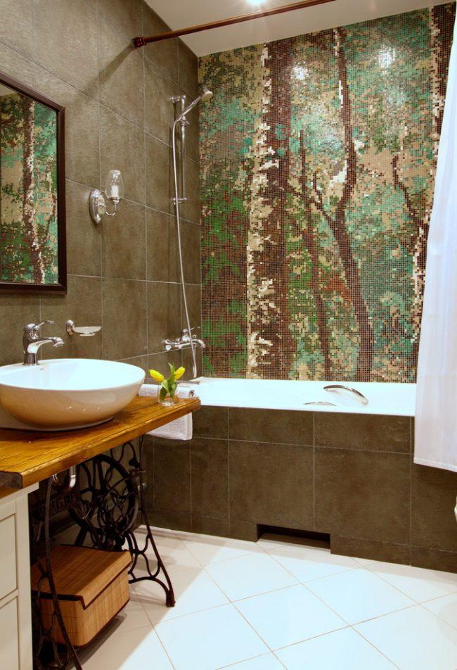 Мозаичный рисунок на стене в современной ванной