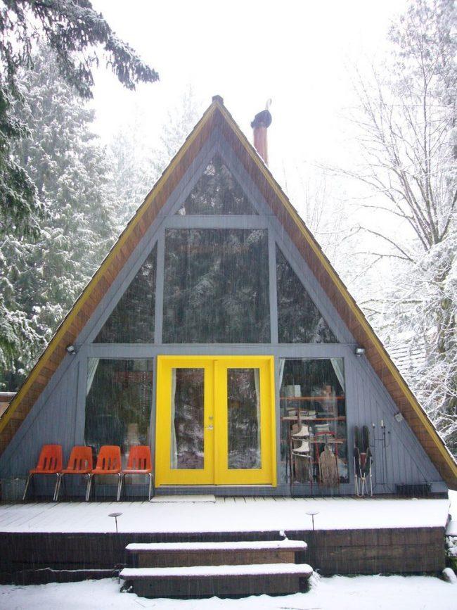 Небольшой каркасный дом, в котором можно даже перезимовать