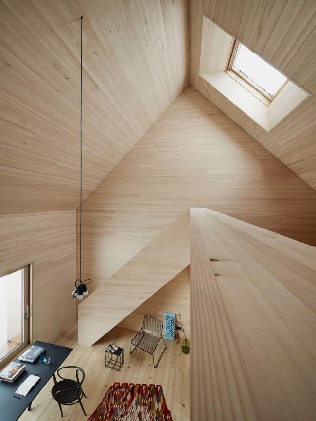 Внутренняя отделка дома из природных материалов