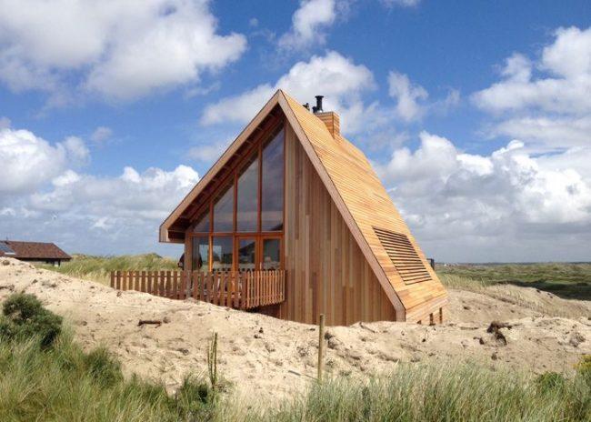 Благодаря А-образной крыше такой дом просто идеален для влажного климата