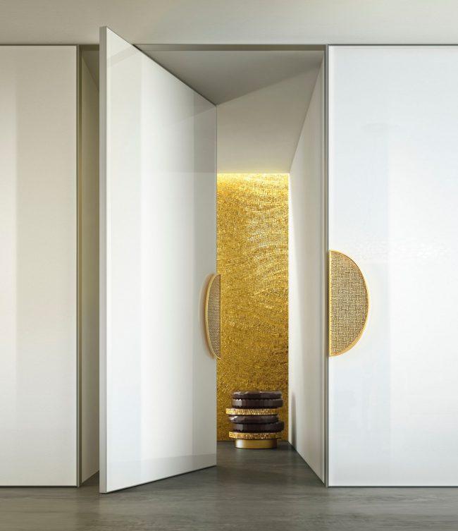 Белые двери, декорированные камнями Сваровски