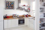 Фото 1 Белая кухня с деревянной столешницей: 70 лучших реализаций в стиле контемпорари, кантри и минимализм