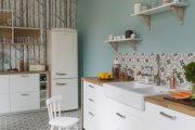 Фото 21 Белая кухня с деревянной столешницей: 70 лучших реализаций в стиле контемпорари, кантри и минимализм